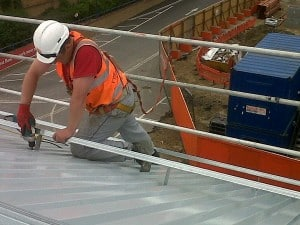 provides commercial roof construction