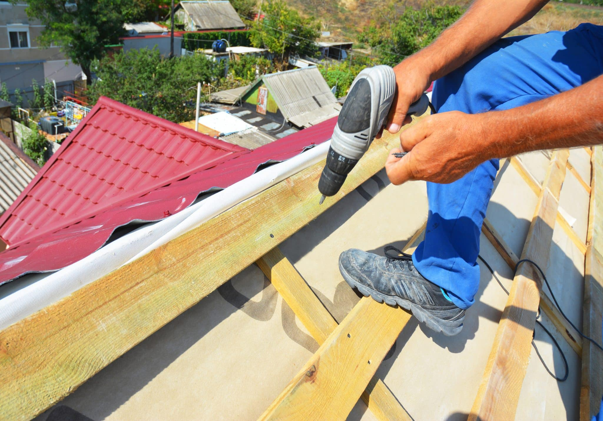 How to Choose the Right Roof Repair Contractors